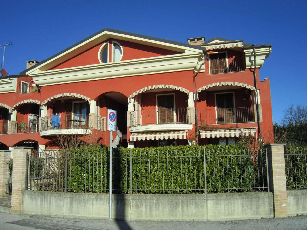 Appartamento in buone condizioni in vendita Rif. 8402302