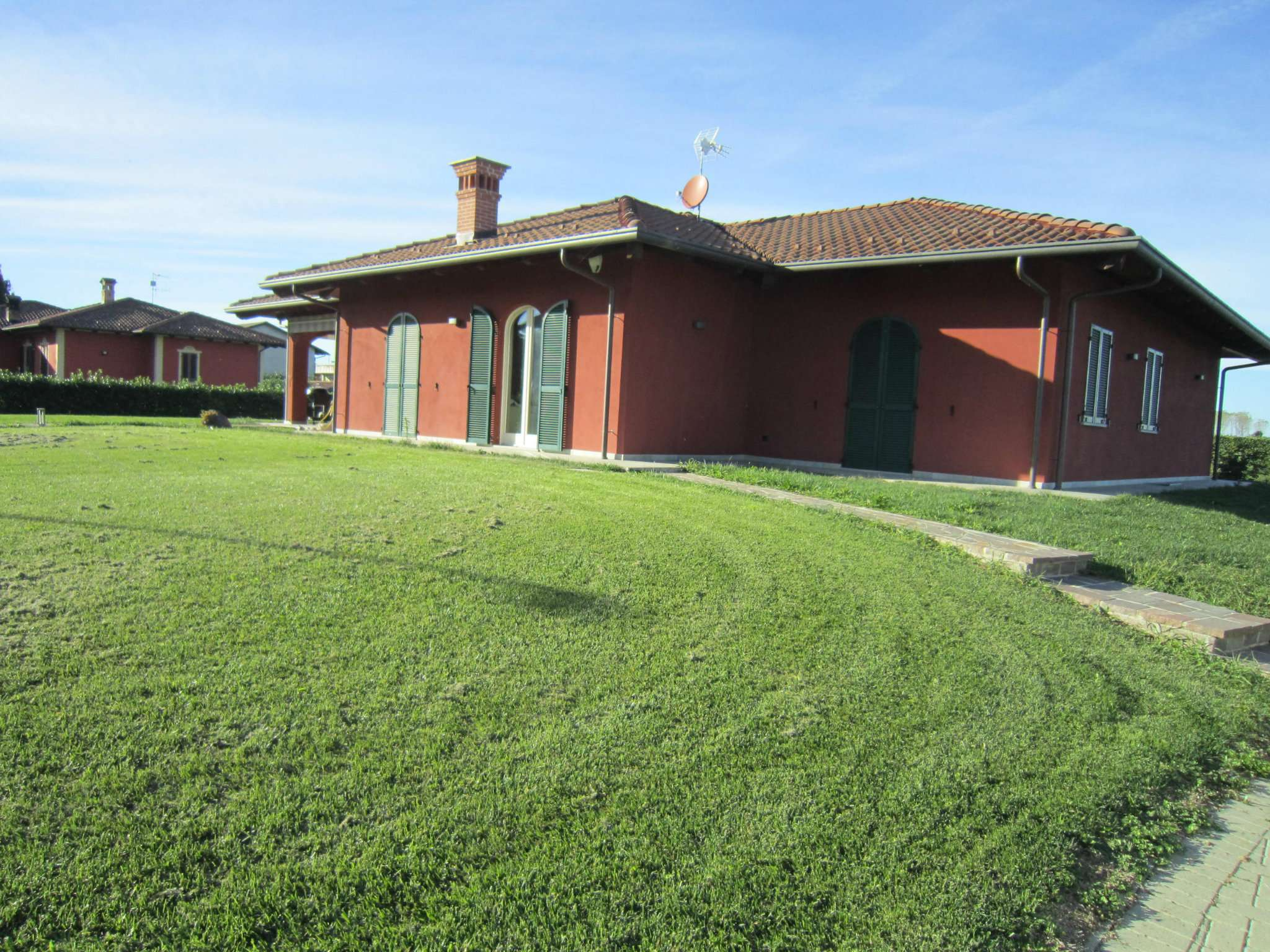 Villa in vendita a Cherasco, 8 locali, prezzo € 400.000 | CambioCasa.it