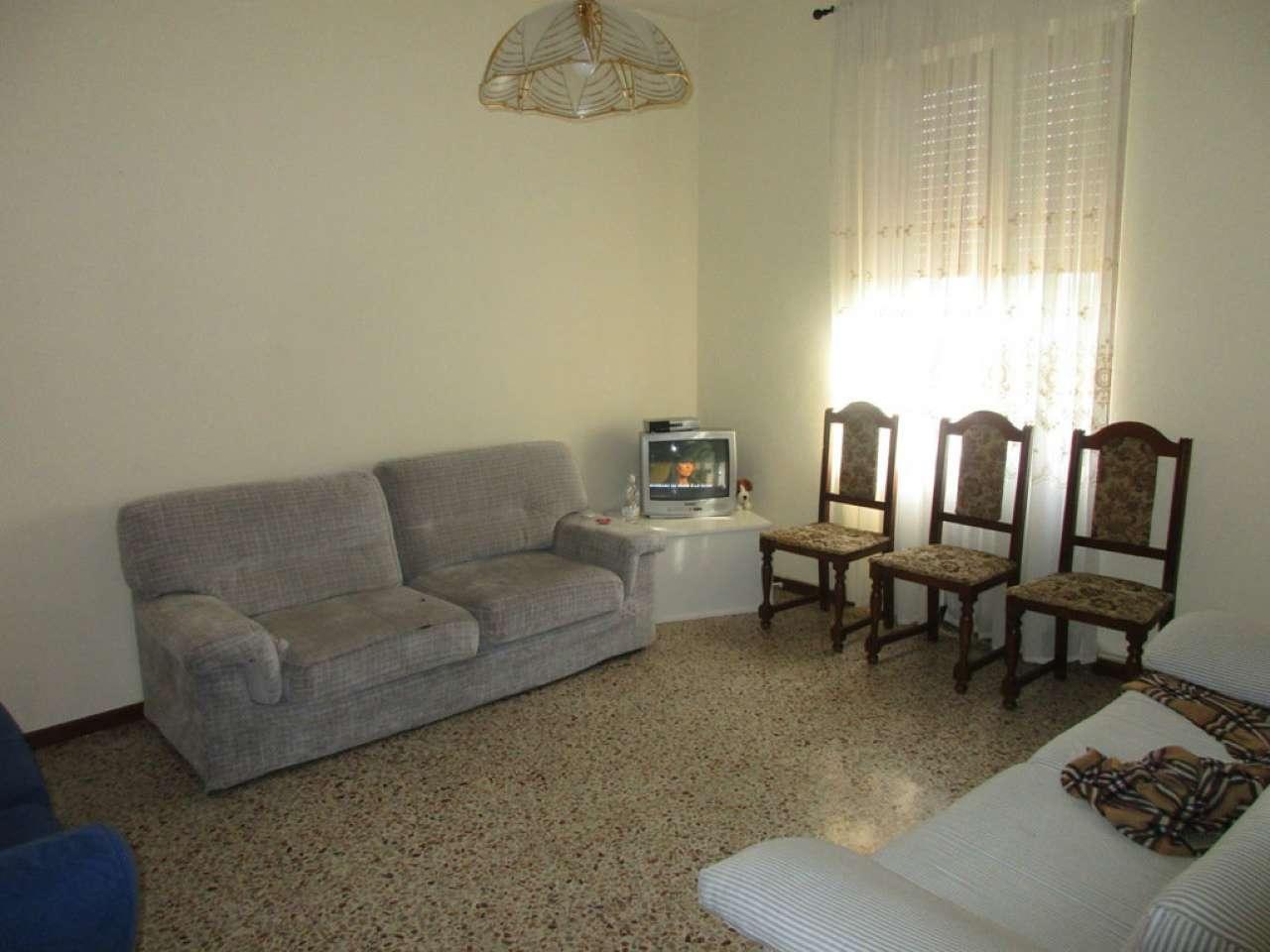 Appartamento in buone condizioni in vendita Rif. 8850638