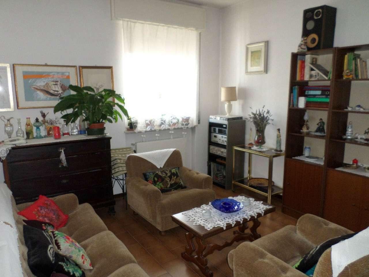 Appartamento in buone condizioni arredato in vendita Rif. 9059251