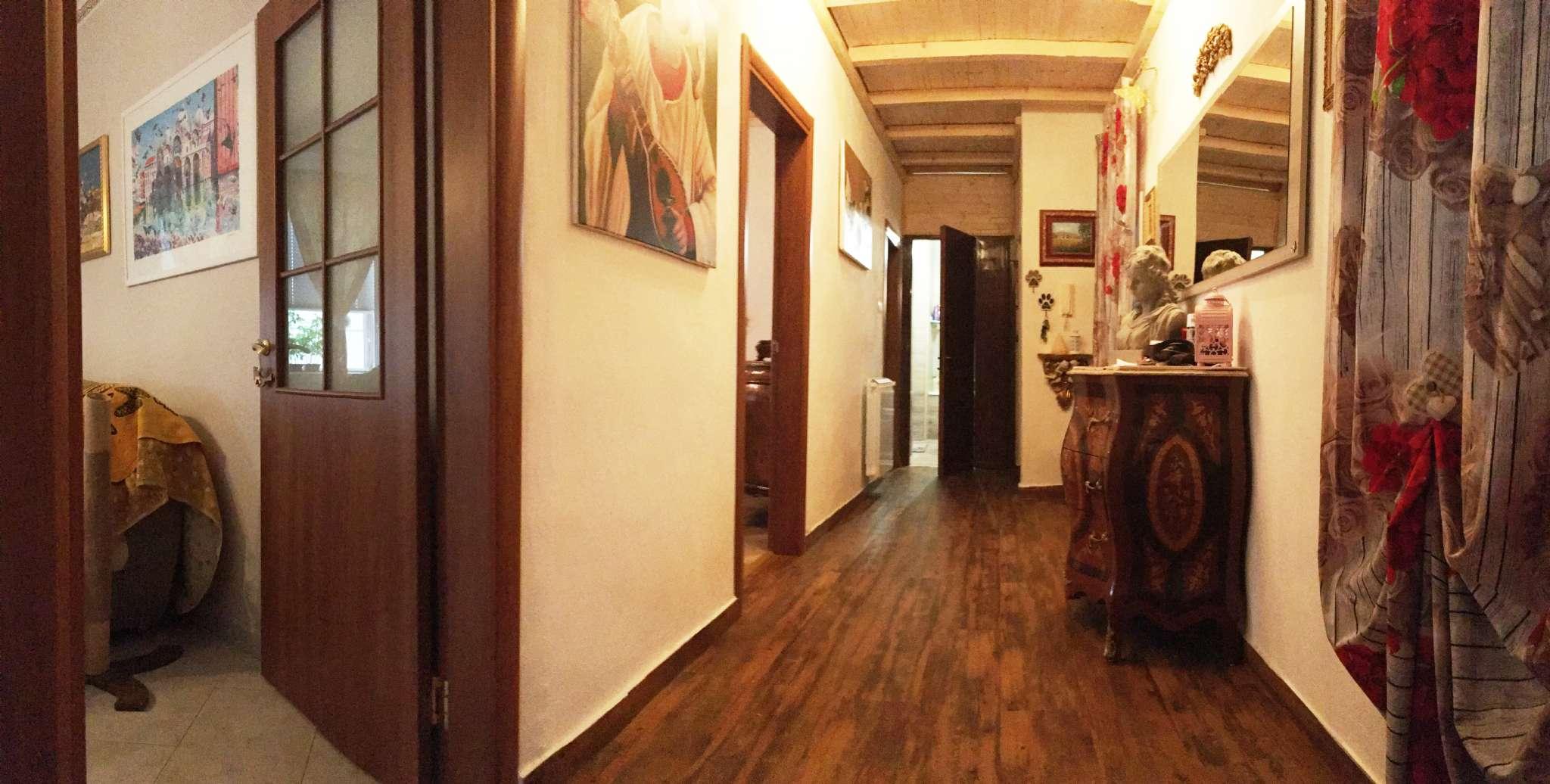 Appartamento in vendita a Chioggia, 6 locali, prezzo € 149.000   CambioCasa.it