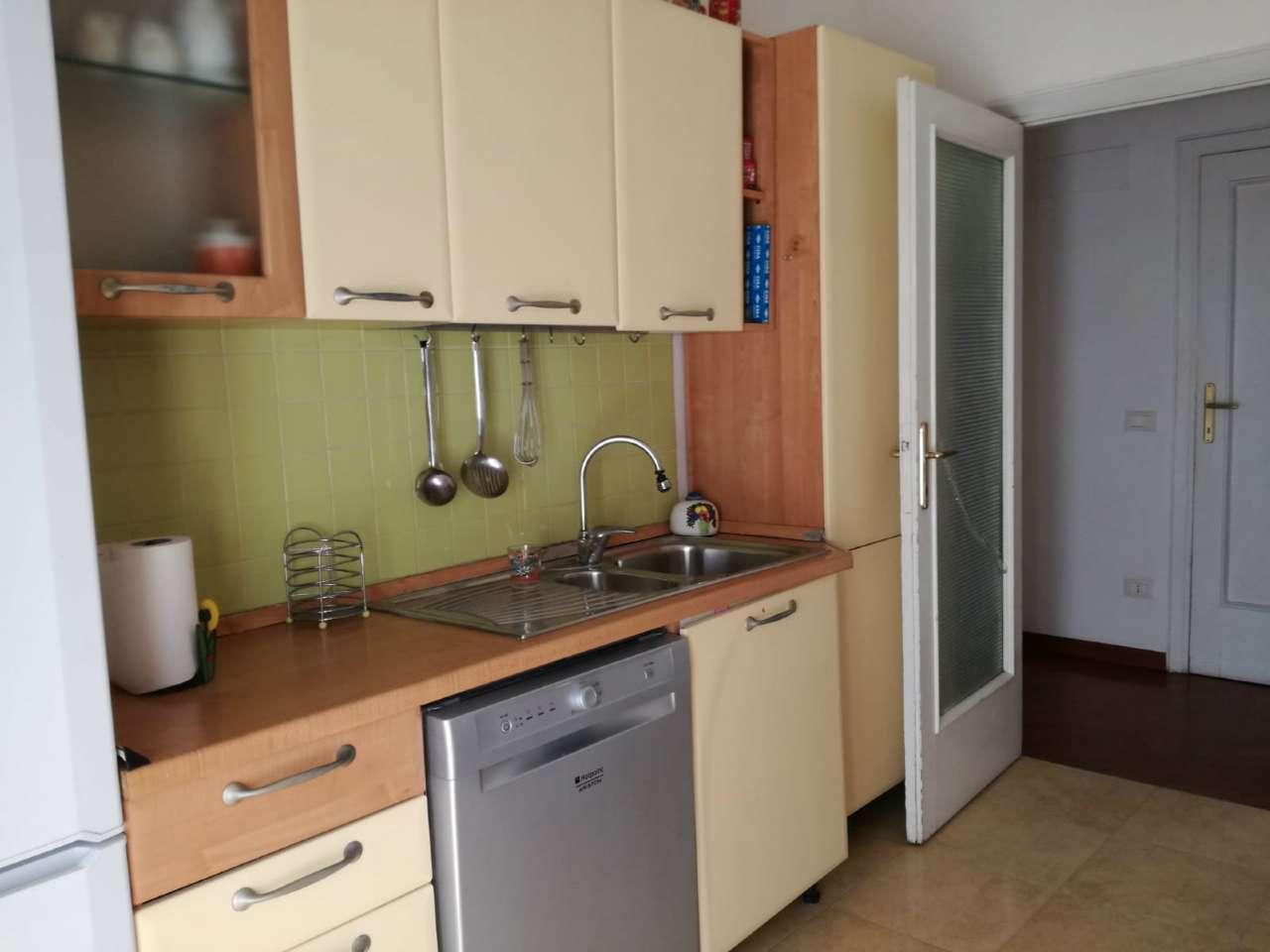 Stanza / posto letto ristrutturato arredato in affitto Rif. 7935003
