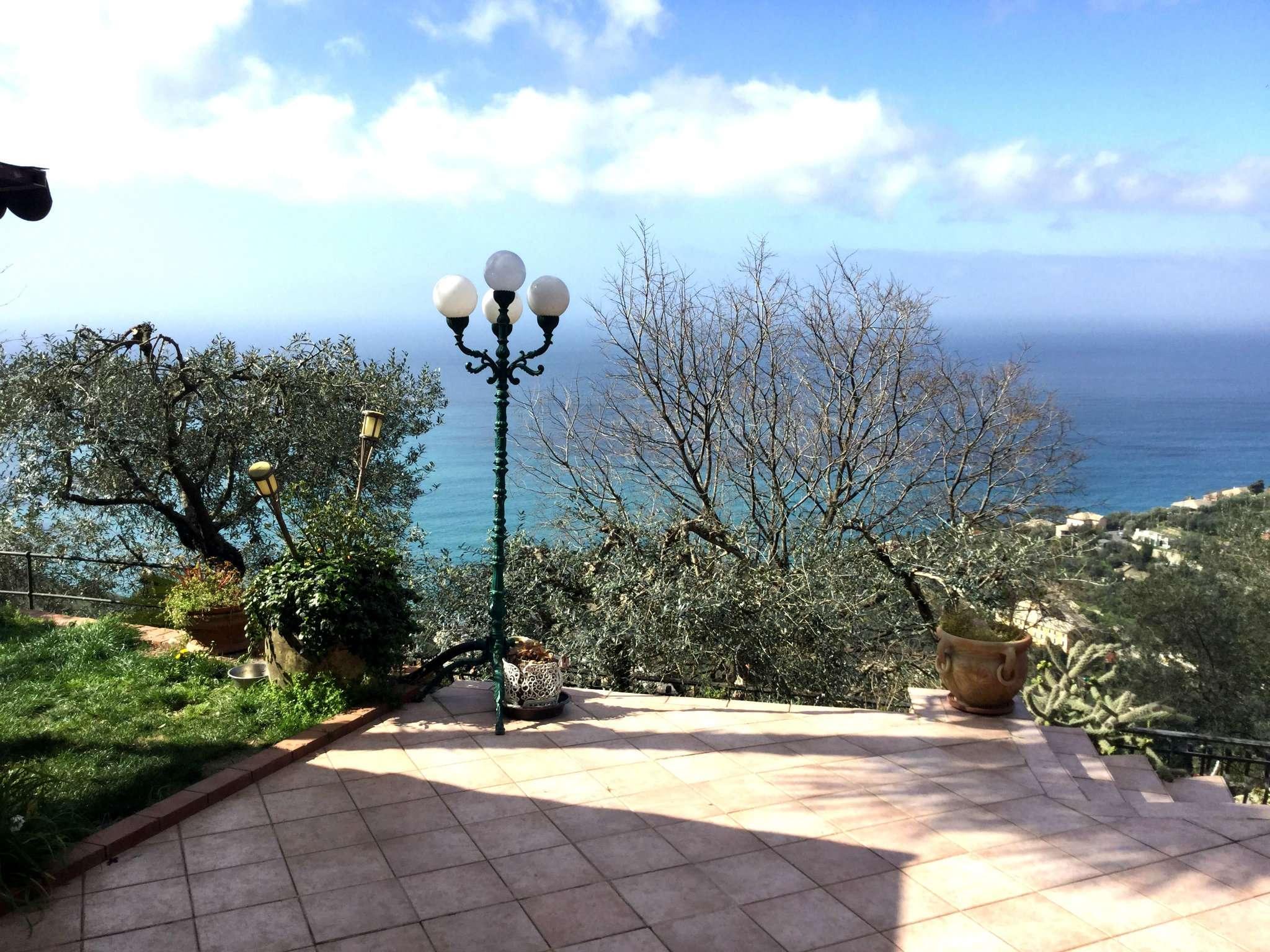Villa a Schiera in vendita a Recco, 7 locali, prezzo € 499.000   CambioCasa.it