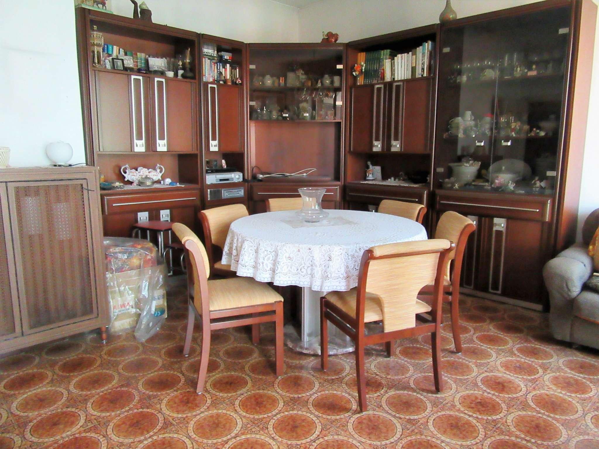 Appartamento in buone condizioni parzialmente arredato in vendita Rif. 8913195