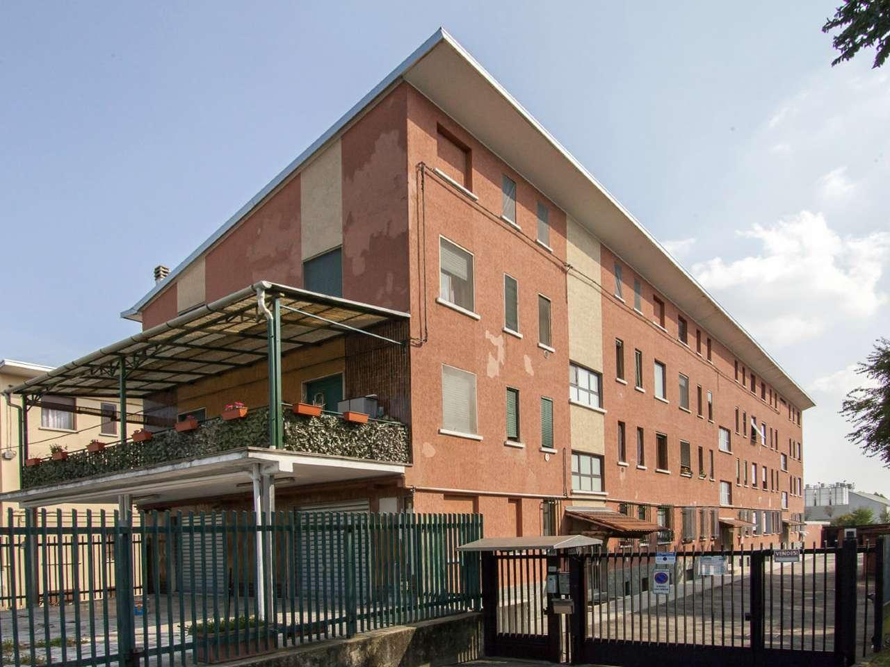 Appartamento in discrete condizioni arredato in vendita Rif. 8913208