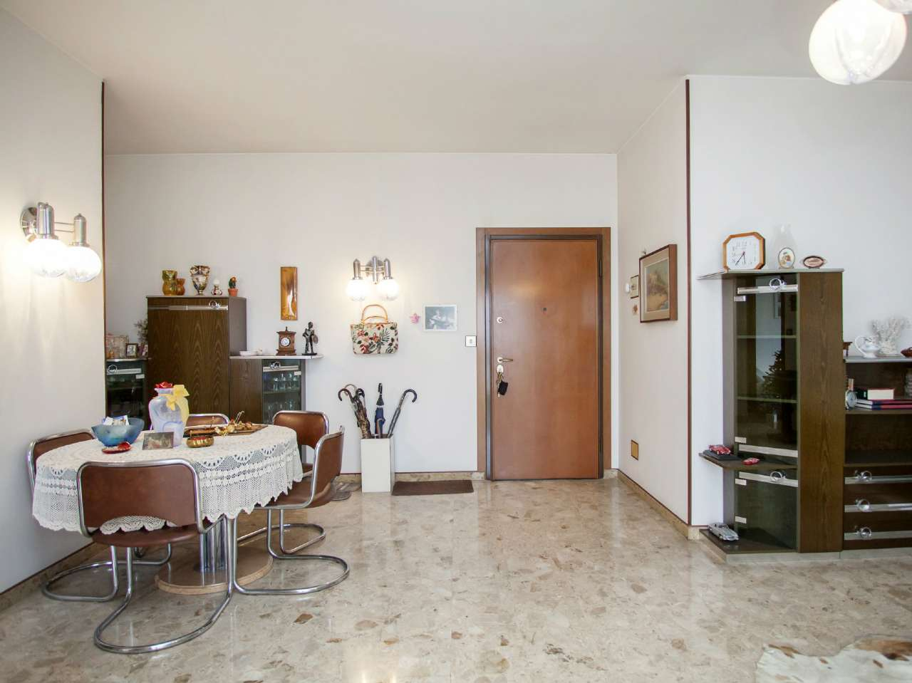 Appartamento in buone condizioni in vendita Rif. 8913215