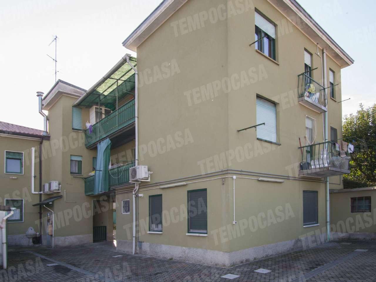 Appartamento in buone condizioni in vendita Rif. 8913216