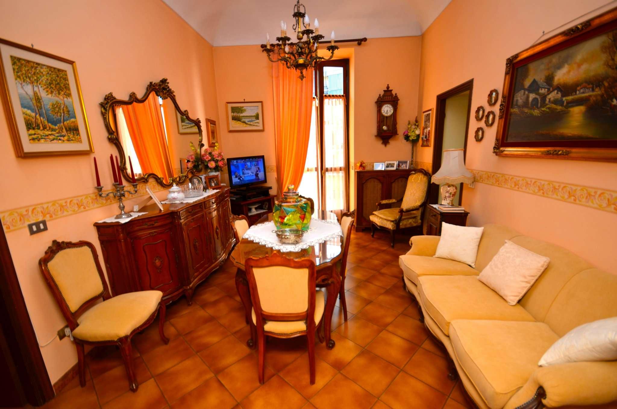 Appartamento in buone condizioni in vendita Rif. 5280155