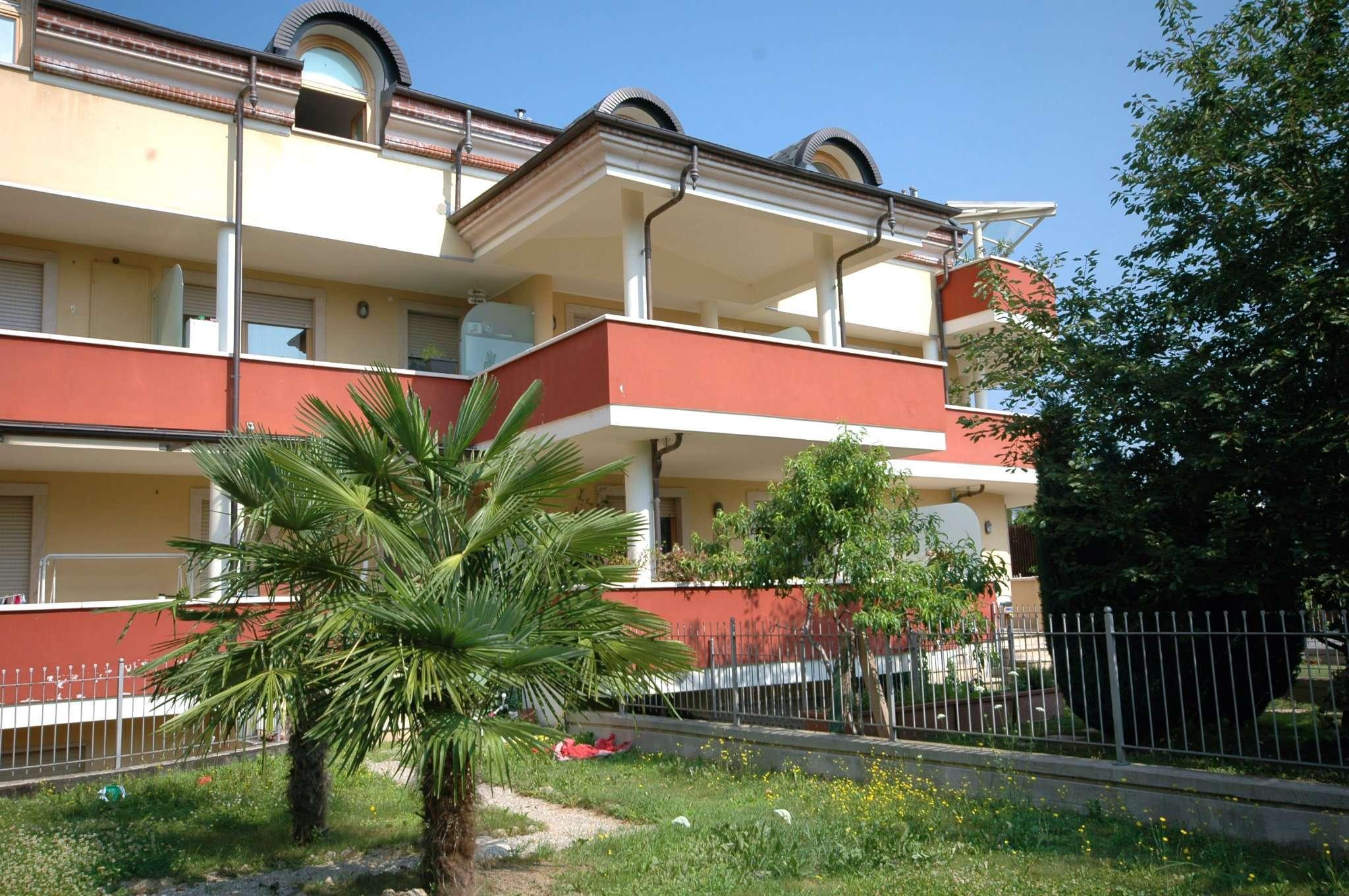 Appartamento in buone condizioni in vendita Rif. 7033611