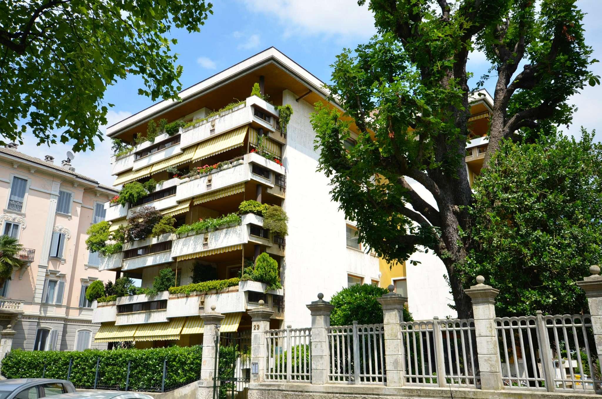 Appartamento in buone condizioni in vendita Rif. 8495526