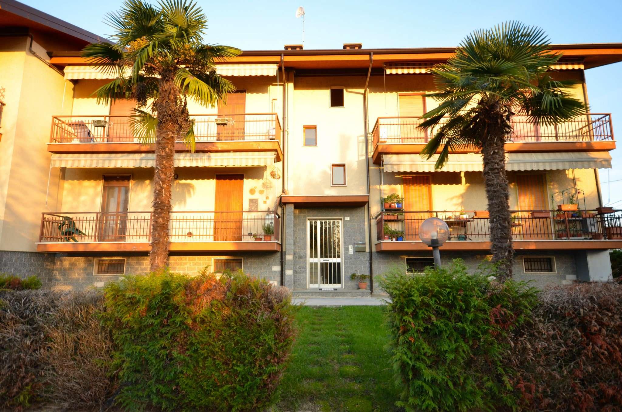 Appartamento in buone condizioni in vendita Rif. 8596196