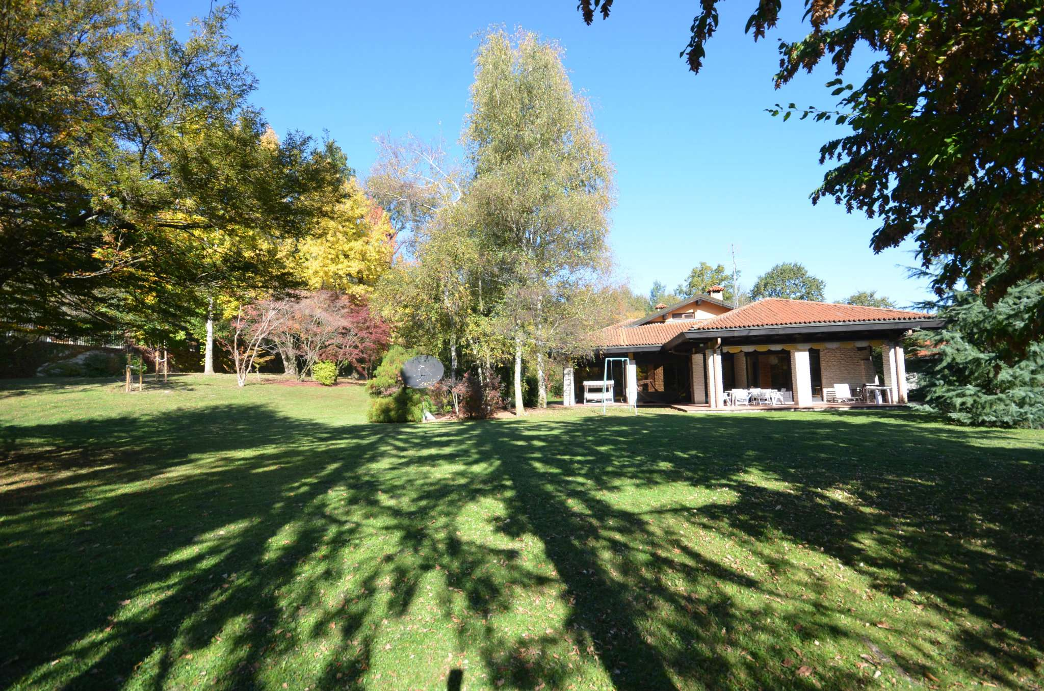 Villa in vendita a Bernezzo, 15 locali, Trattative riservate | CambioCasa.it