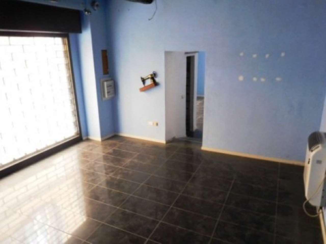 Negozio / Locale in affitto a Pavia, 2 locali, prezzo € 800 | CambioCasa.it
