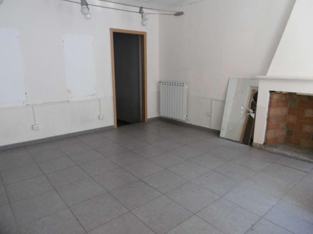 Negozio / Locale in affitto a Pavia, 3 locali, prezzo € 950 | CambioCasa.it