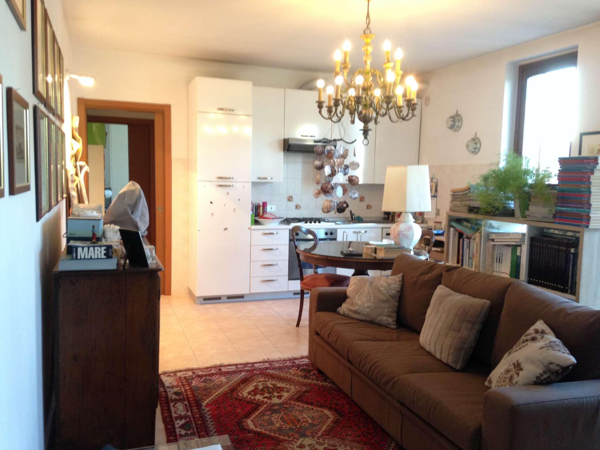Appartamento in ottime condizioni in vendita Rif. 8089295
