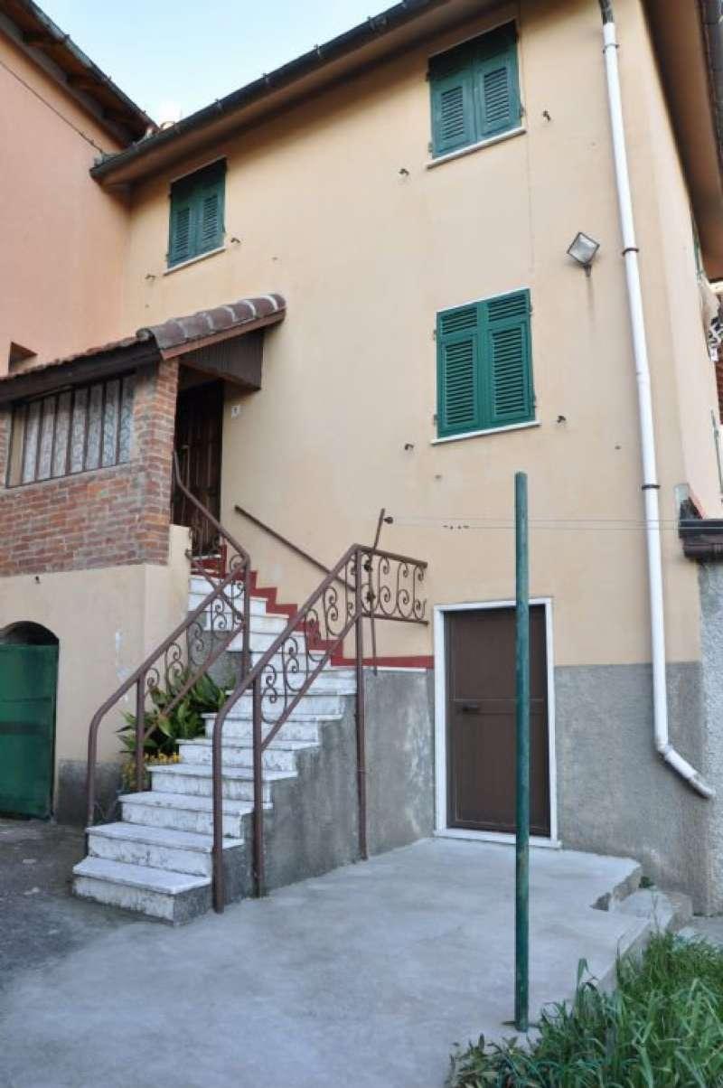 Palazzo / Stabile in Vendita a Serra Riccò