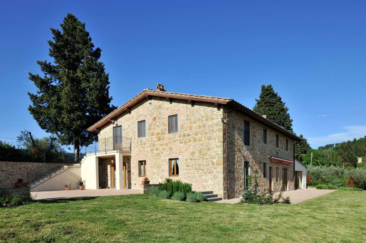 Prestigioso casale in pietra sulle colline del Chianti vicino a Certaldo