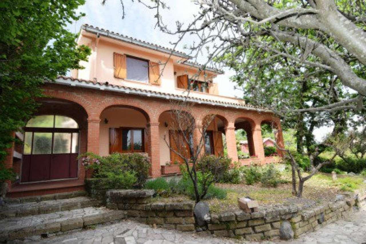 Villa in vendita a Trevignano Romano, 9 locali, prezzo € 520.000 | CambioCasa.it