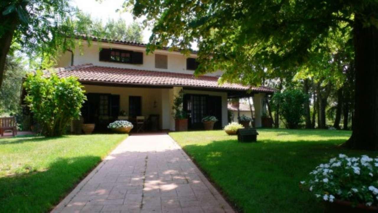 Villa in vendita a Bassano Romano, 8 locali, prezzo € 490.000   CambioCasa.it