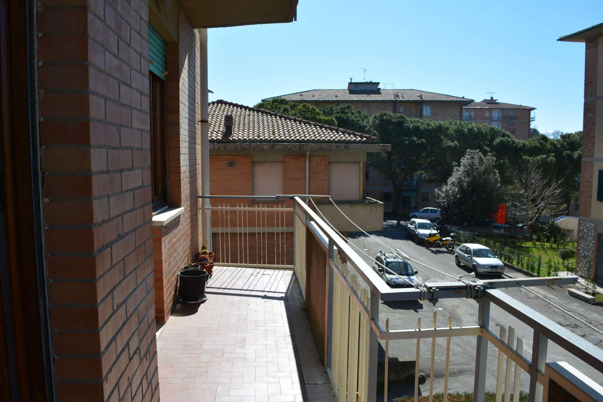 Appartamento luminoso con 2 ampi balconi e garage