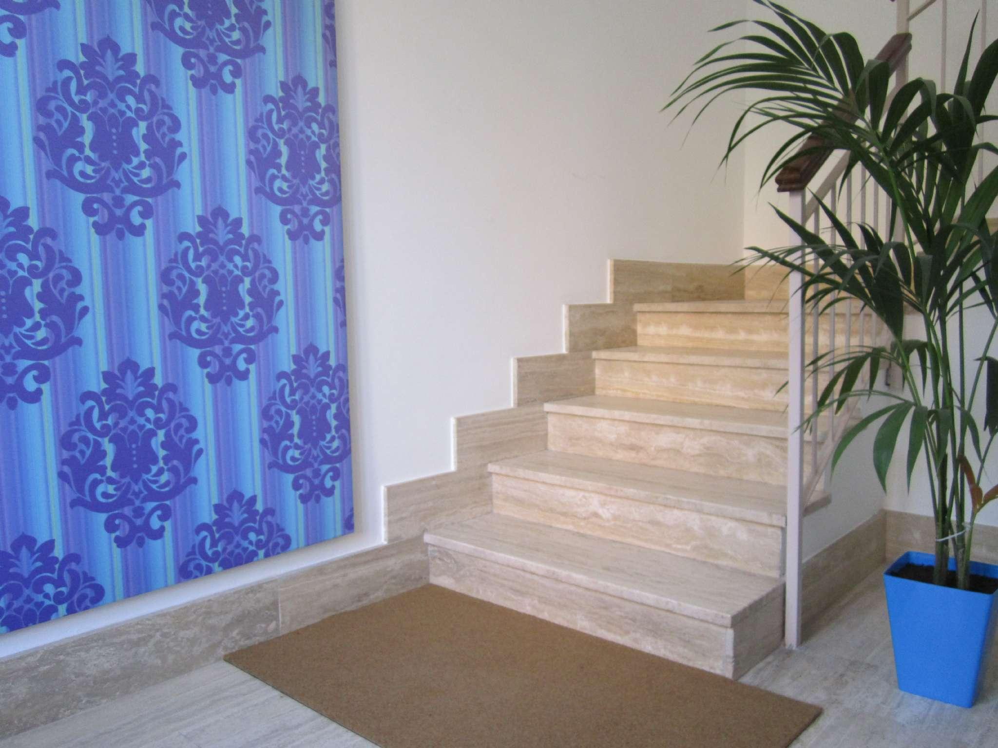 Appartamento in ottime condizioni parzialmente arredato in affitto Rif. 6530956