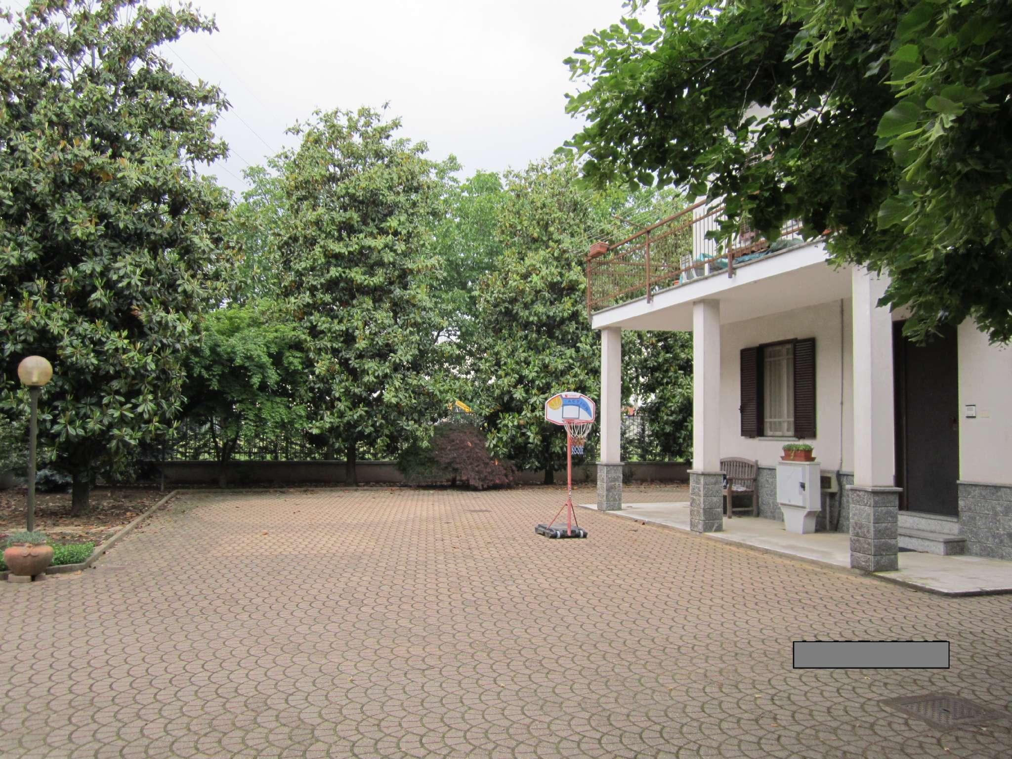 Appartamento in buone condizioni in affitto Rif. 8143687