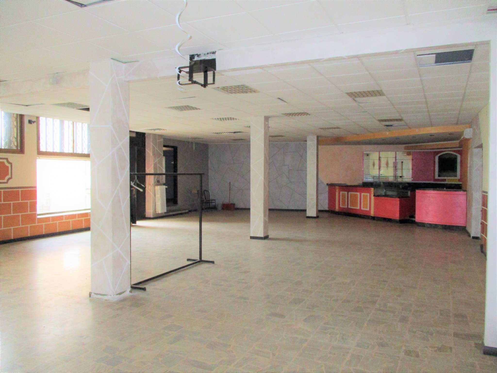 Negozio / Locale in vendita a Nichelino, 4 locali, prezzo € 250.000   PortaleAgenzieImmobiliari.it
