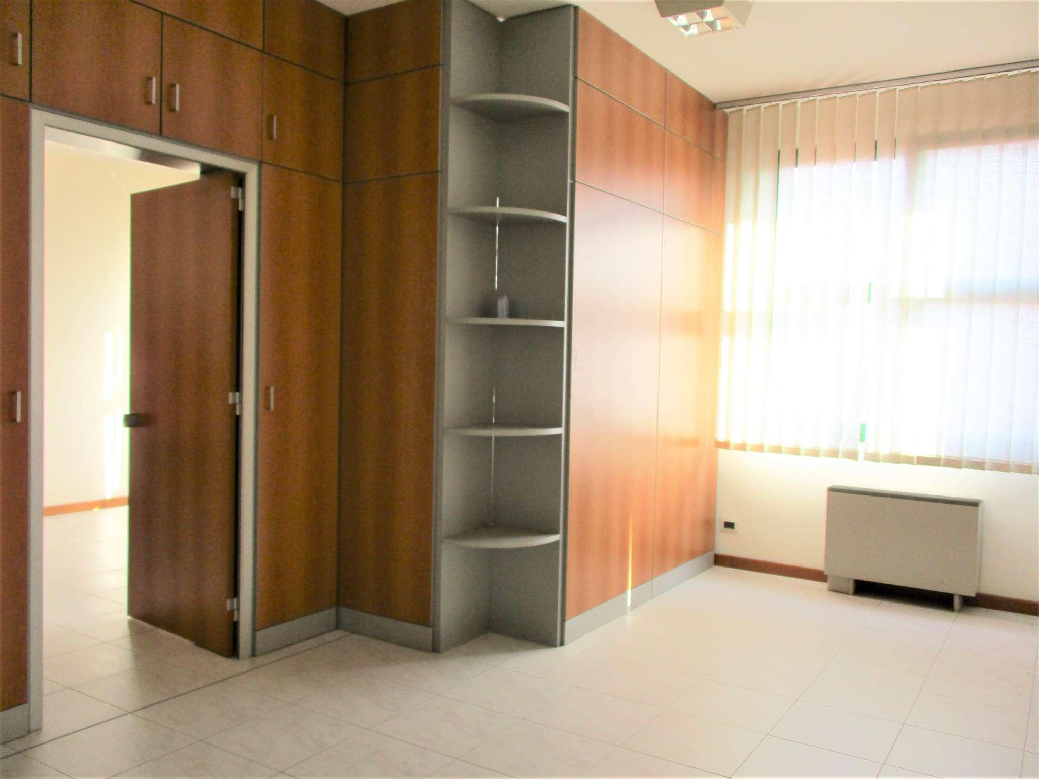 Ufficio / Studio in affitto a Nichelino, 2 locali, prezzo € 480 | PortaleAgenzieImmobiliari.it