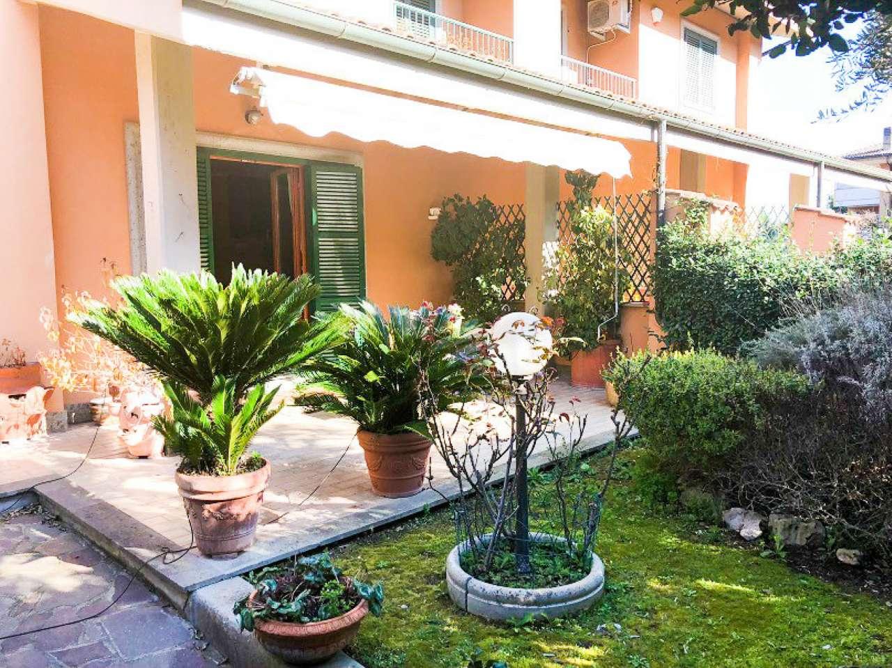 Villa bifamiliare con giardino a roma for Ville in vendita appia antica