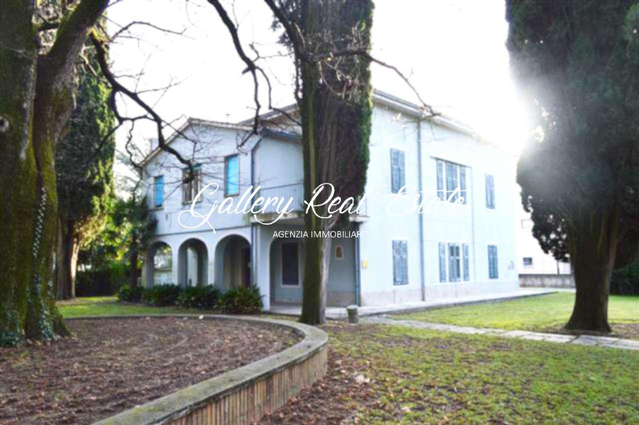 Villa in vendita a Gradisca d'Isonzo, 9 locali, prezzo € 290.000 | CambioCasa.it