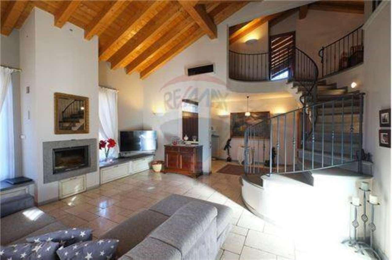 Villa in Vendita a Palazzago