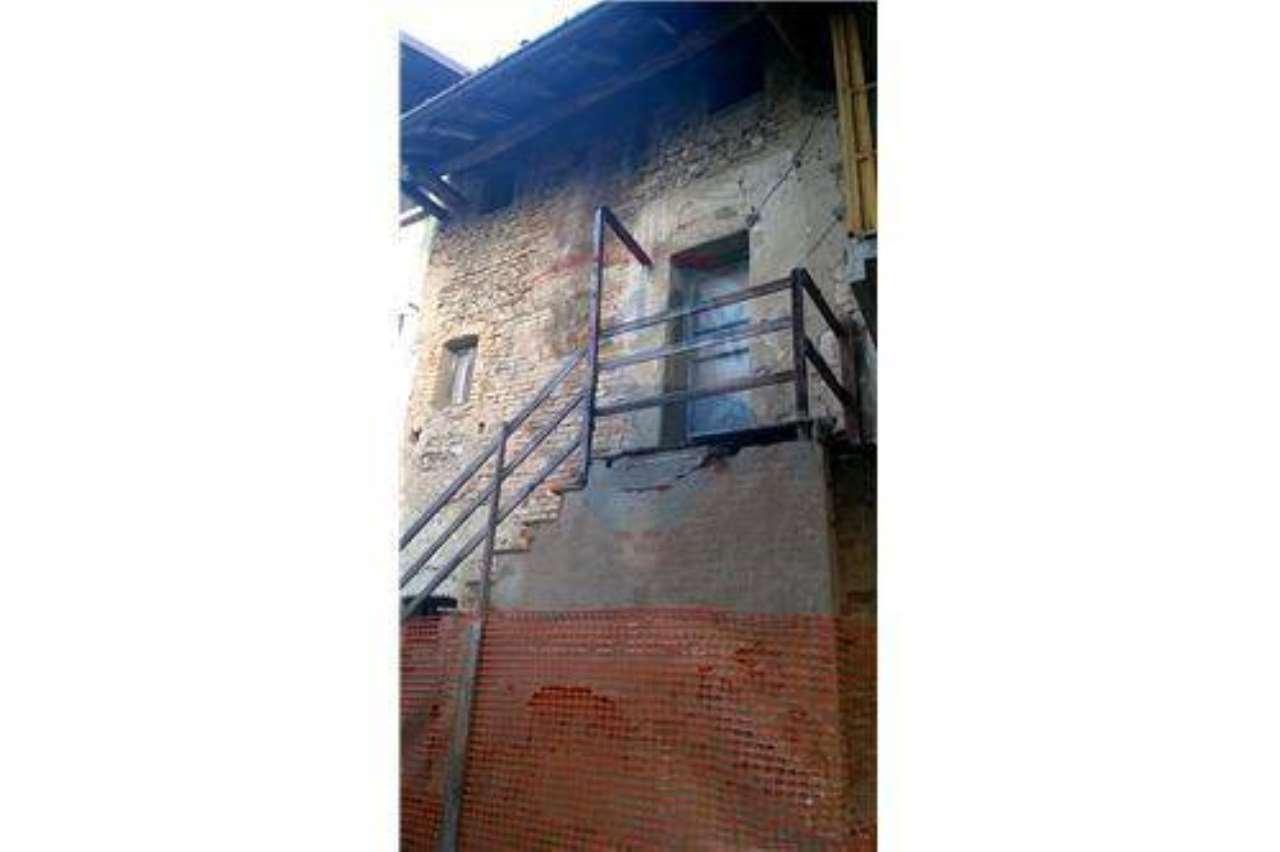 Rustico / Casale in Vendita a Casirate d'Adda