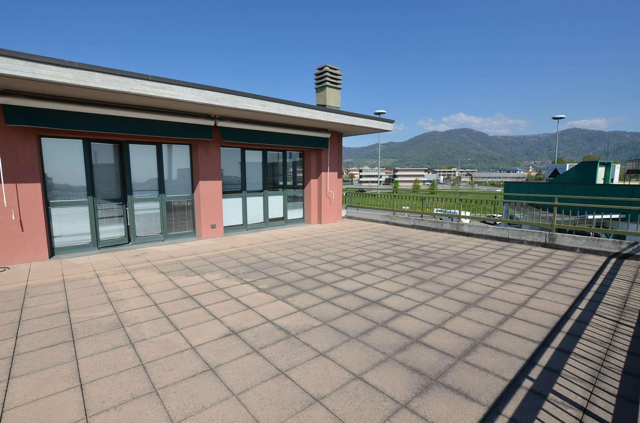 Ufficio / Studio in vendita a Calusco d'Adda, 7 locali, prezzo € 360.000 | PortaleAgenzieImmobiliari.it