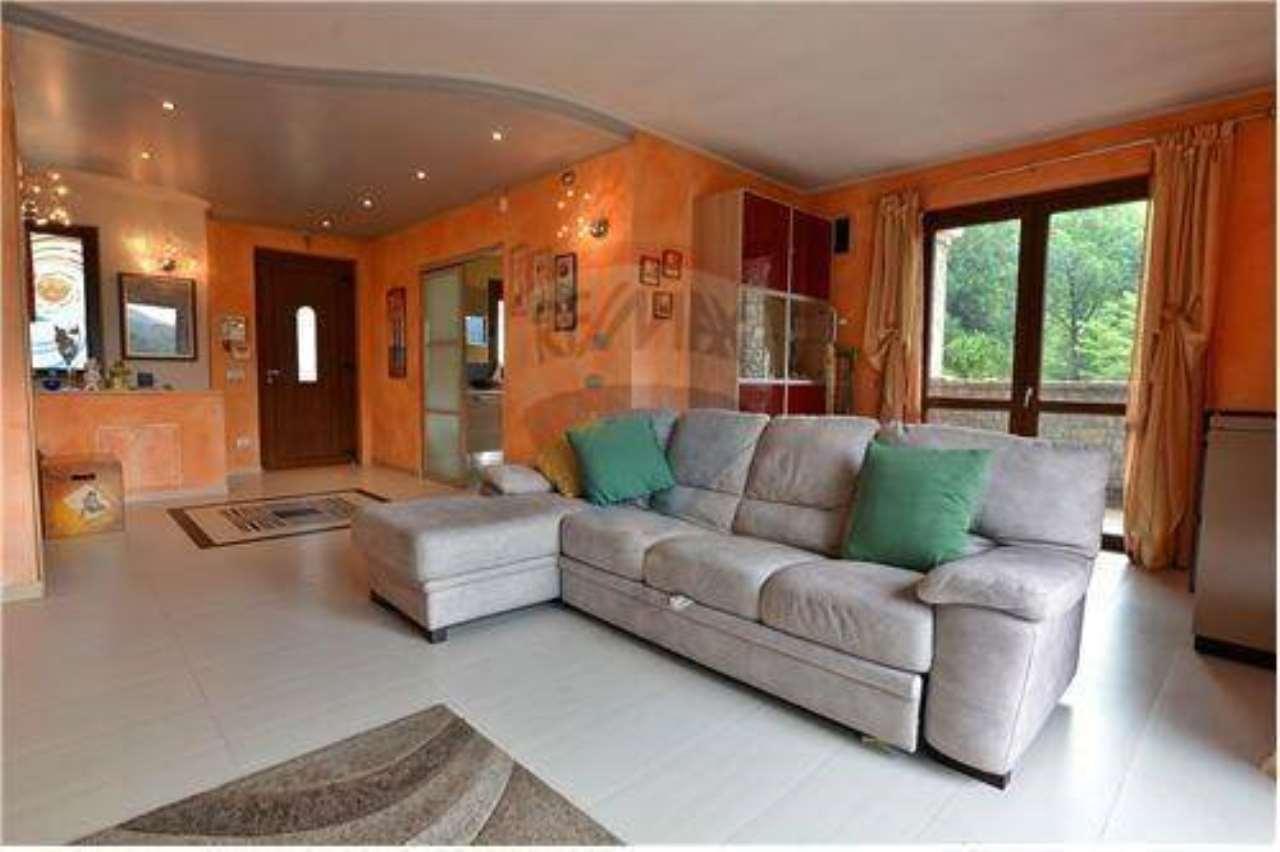 Villa in vendita a Capizzone, 5 locali, prezzo € 330.000 | CambioCasa.it