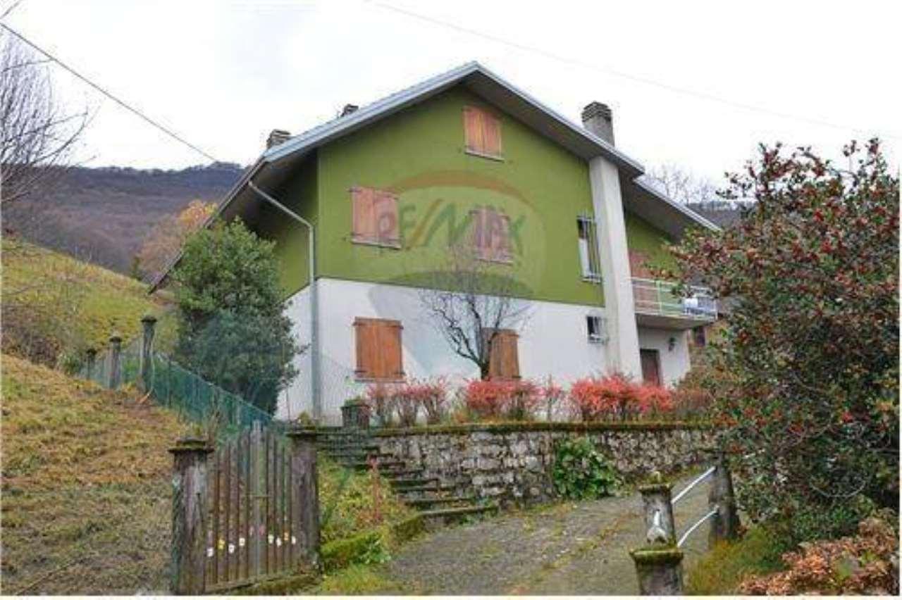 Villa in vendita a Costa Valle Imagna, 6 locali, prezzo € 185.000 | CambioCasa.it