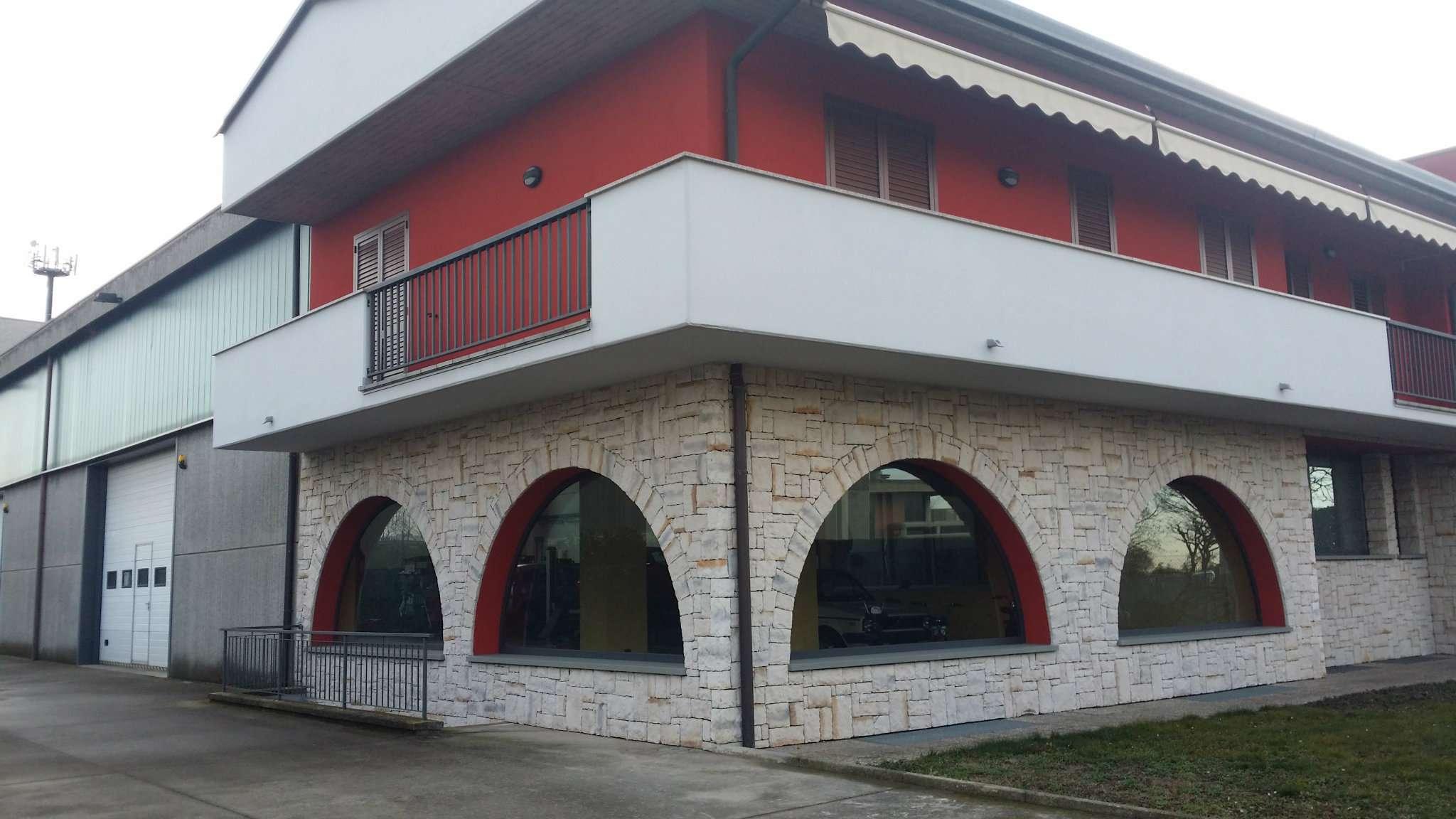 Capannone in vendita a Levate, 14 locali, prezzo € 600.000   CambioCasa.it