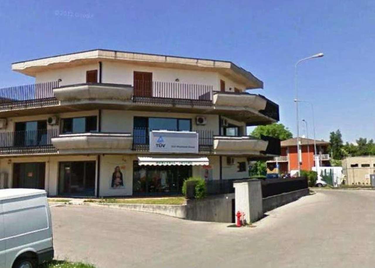 Negozio / Locale in affitto a Medolago, 1 locali, prezzo € 450 | CambioCasa.it