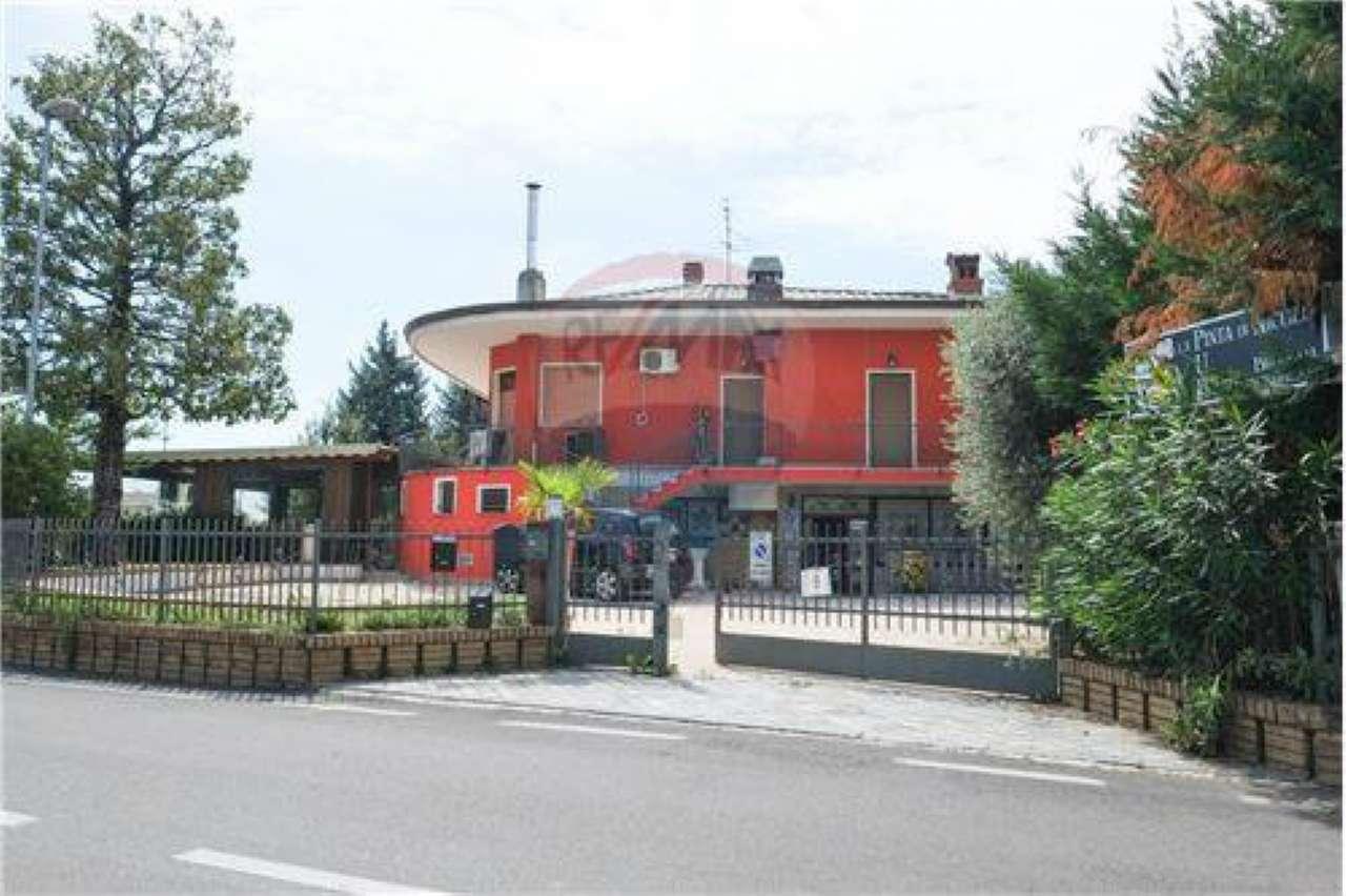 Palazzo / Stabile in Vendita a Solza