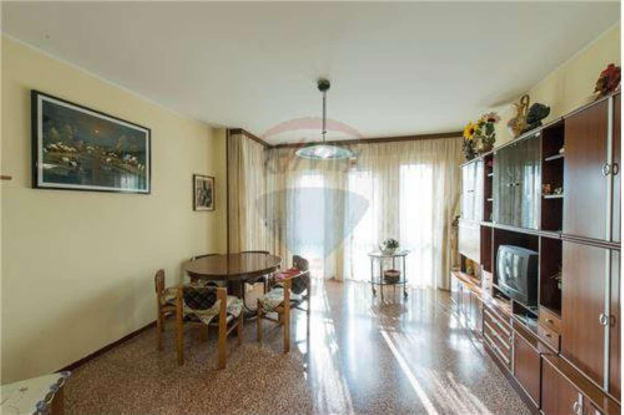 Appartamento in buone condizioni in vendita Rif. 5288680