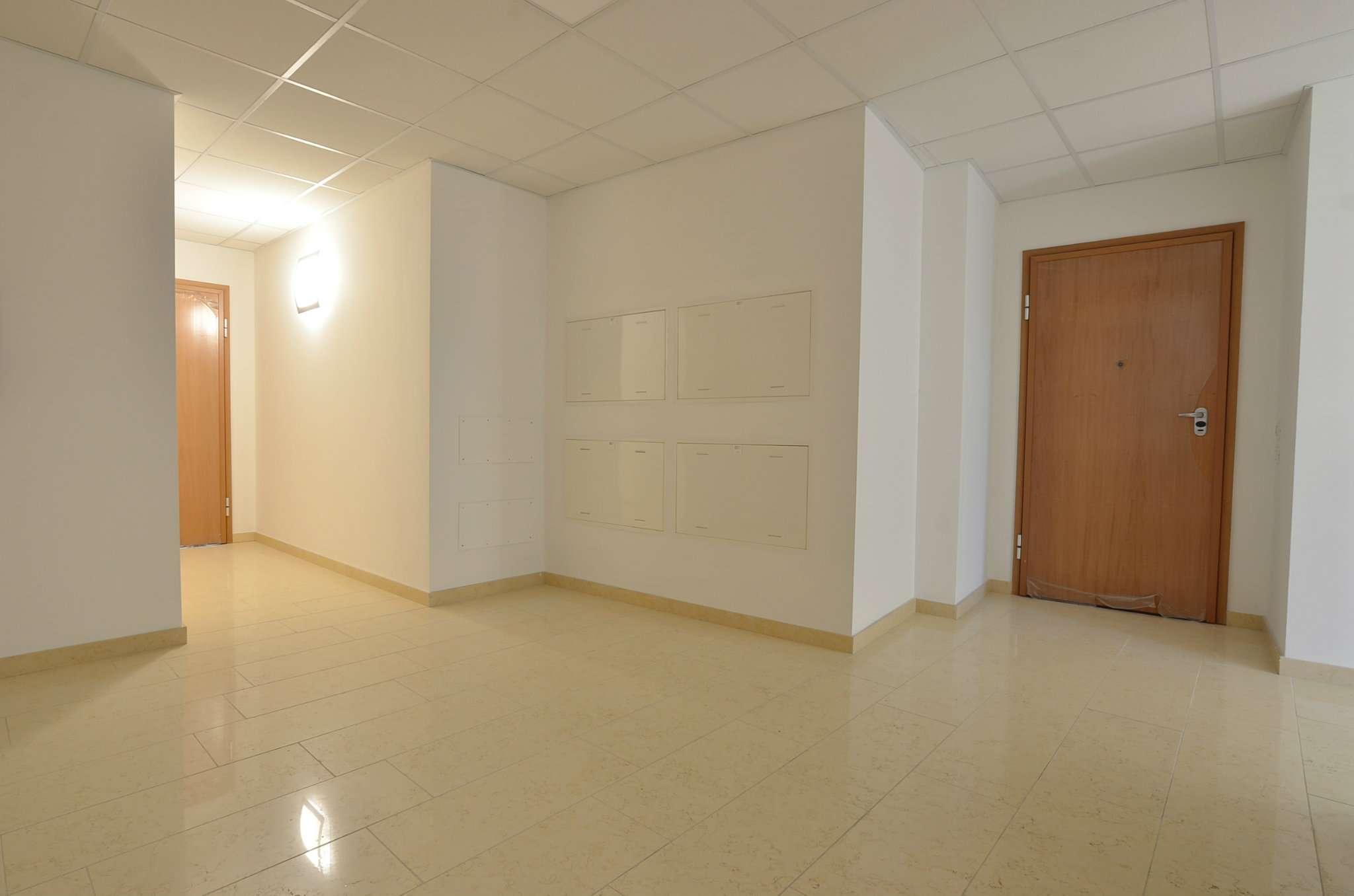 Ufficio / Studio in affitto a Terno d'Isola, 2 locali, prezzo € 700 | CambioCasa.it