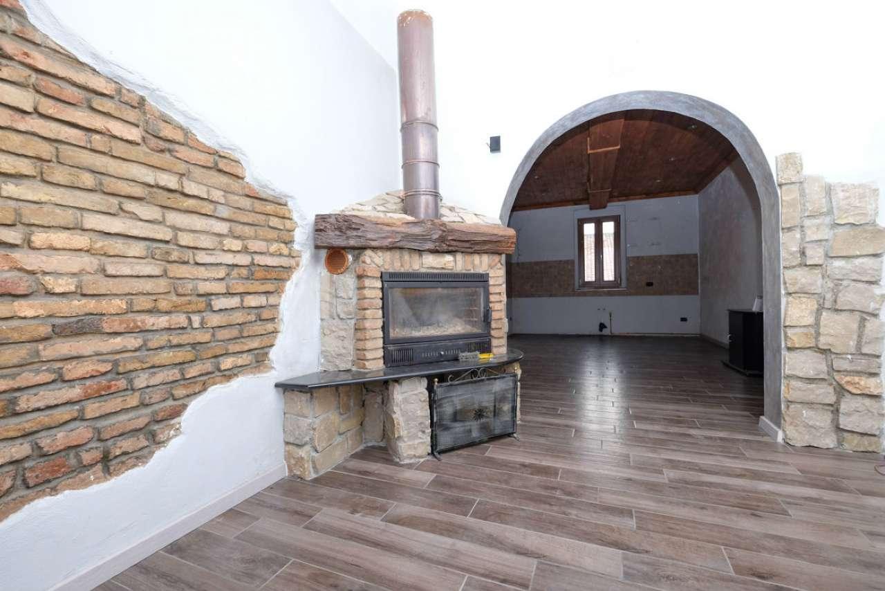 Rustico / Casale in vendita a Brignano Gera d'Adda, 6 locali, prezzo € 175.000 | CambioCasa.it