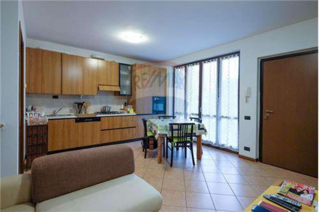 Appartamento in buone condizioni in vendita Rif. 8579102