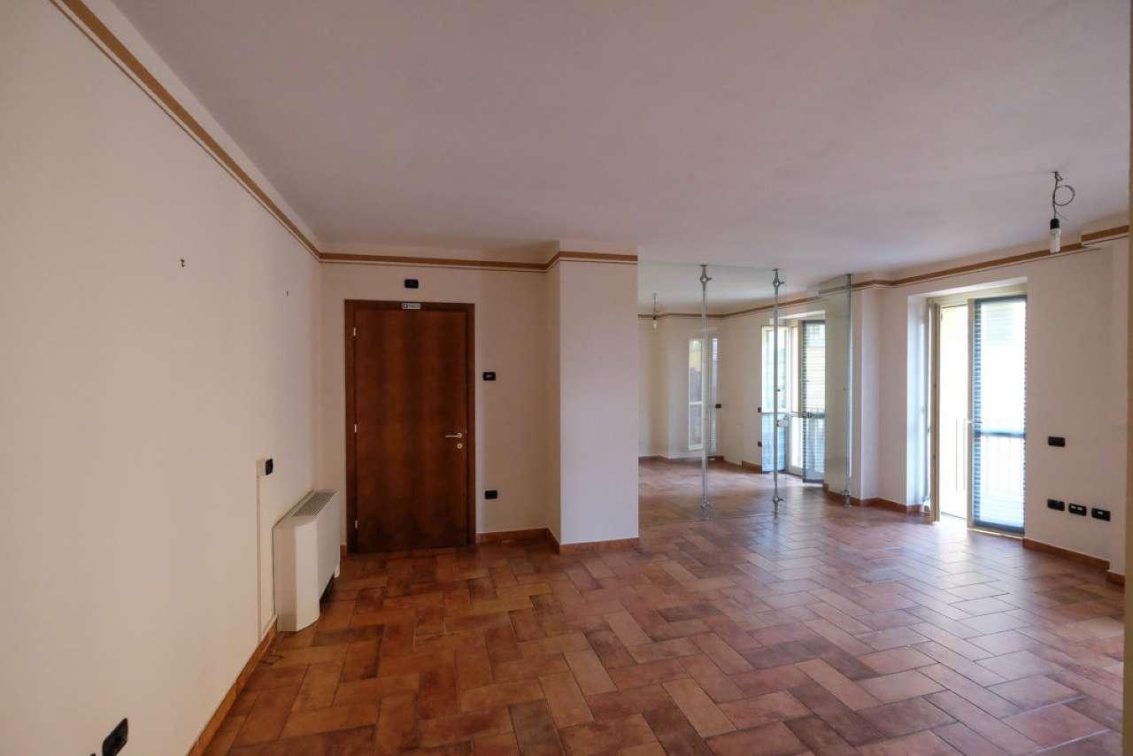 Ufficio / Studio in affitto a Trezzo sull'Adda, 2 locali, prezzo € 600 | CambioCasa.it