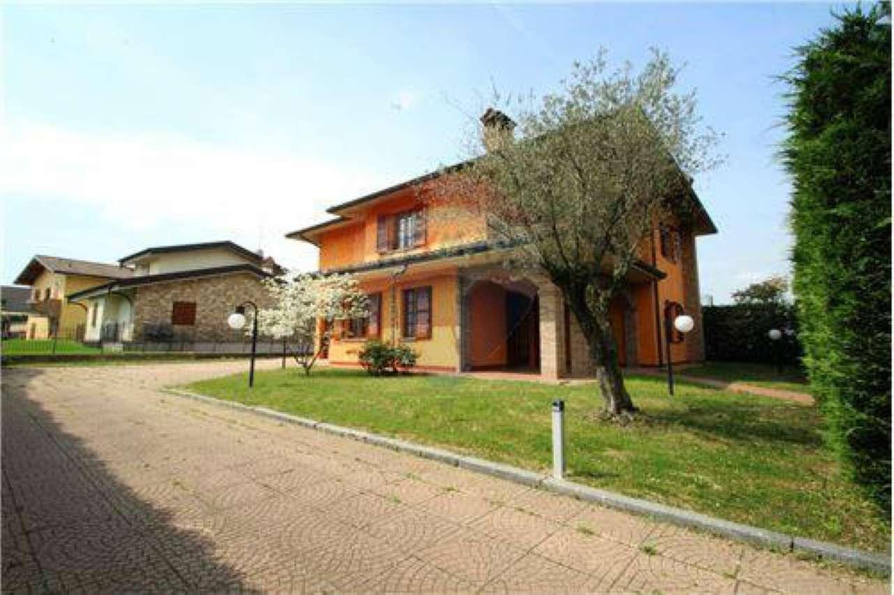 Villa in vendita a Mapello, 6 locali, prezzo € 390.000 | CambioCasa.it