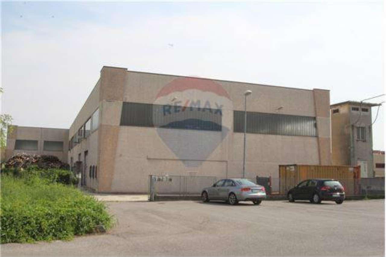Capannone in vendita a Pontirolo Nuovo, 9999 locali, prezzo € 220.000 | CambioCasa.it