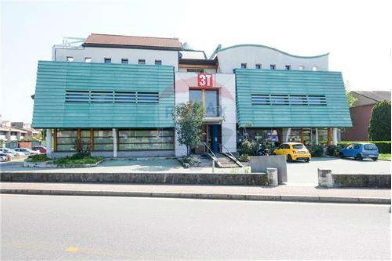 Negozio / Locale in vendita a Brembate, 19 locali, prezzo € 2.900.000 | CambioCasa.it