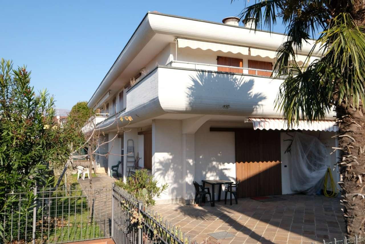 Appartamento in buone condizioni in vendita Rif. 6650397