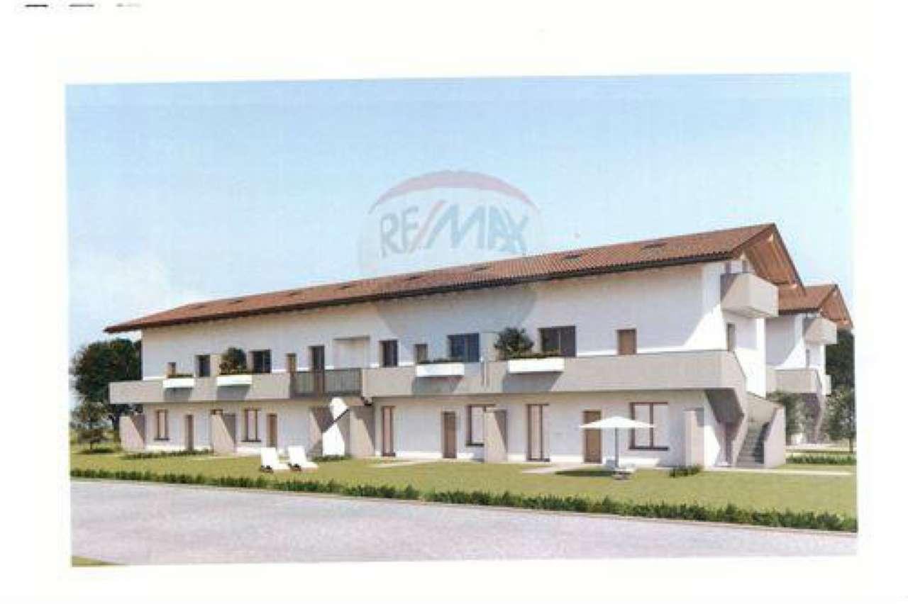 Appartamento in buone condizioni in vendita Rif. 6760632