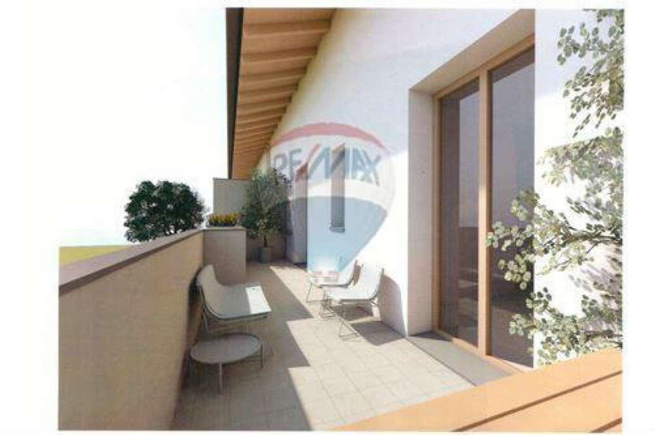 Appartamento in buone condizioni in vendita Rif. 6760633