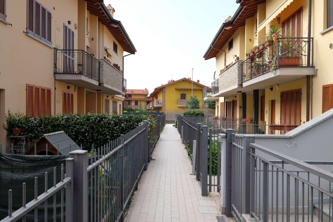Appartamento in ottime condizioni in vendita Rif. 6729963